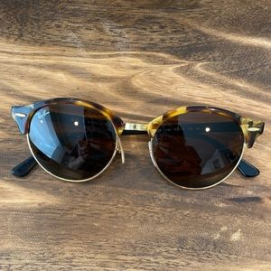 Ray Ban Clubround Classic Tortoise RB4246